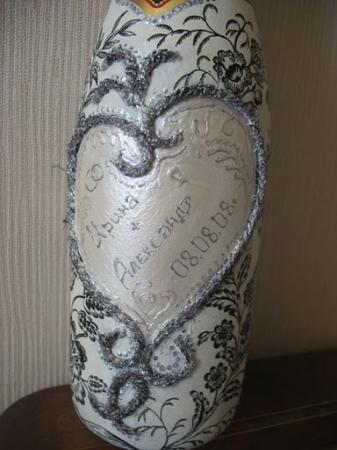 Свадебная бутылка с сердечком из шнура.