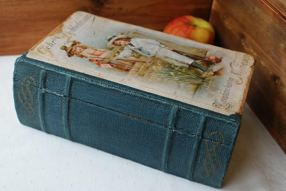 Декупаж на старой книге