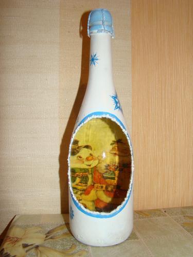 Новогодняя бутылка с окошком в технике декупаж